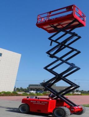 美通重工XD140RT自行式柴油剪刀型高空作业平台