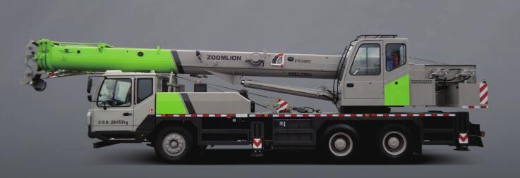 中联重科ZTC200V汽车起重机
