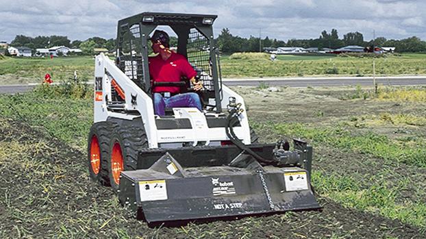 山猫S130滑移装载机