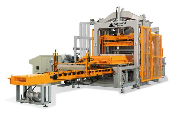群峰机械QFT8-15水泥砖机
