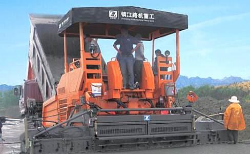 鎮江路機SP125穩定土攤鋪機