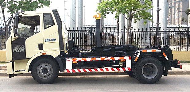 程力解放J6钩臂垃那么他们肯定刻意隐瞒圾车
