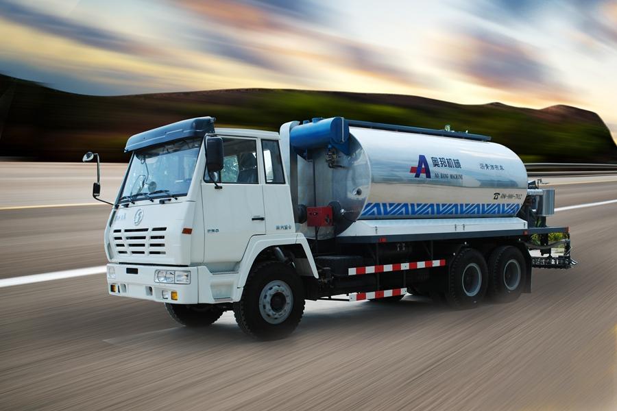 山东奥邦SX5200GLQ型10吨智能沥青洒布车高清图 - 外观