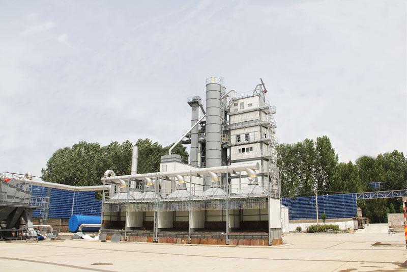 河南商丘市的用户对亚龙筑机沥青搅拌设备评价