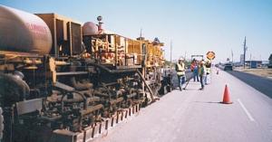 易山重工CUTTER路面再生铺机组