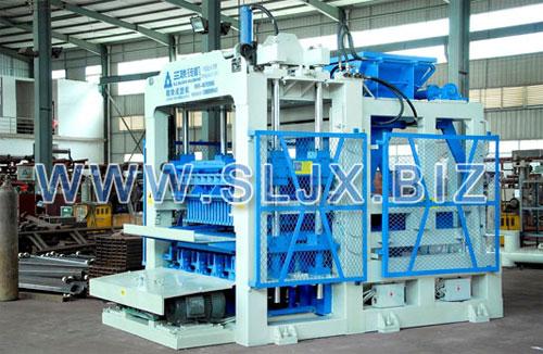 三联机械QT10-15型砌块成型机