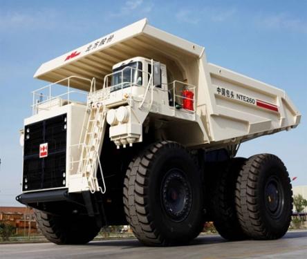 内蒙古北方股份NTE260电传动矿用自卸车