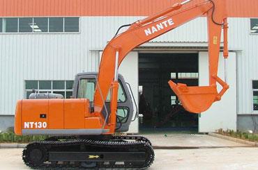 南特NT130全液压履带式挖掘机