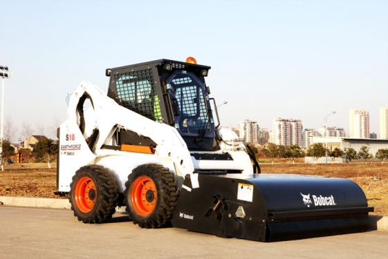 山猫S18滑移装载机