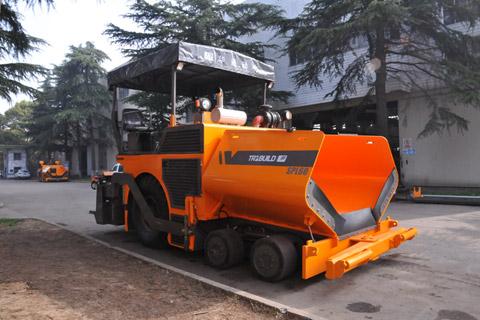 华通动力SPL60轮式沥青摊铺机