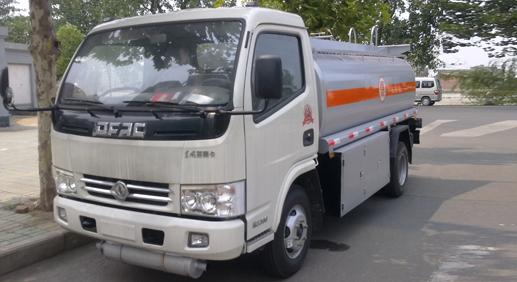 厦工楚胜东风小多利卡5吨加油车