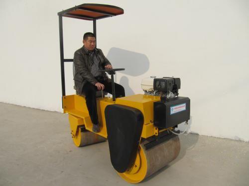 峰源机械FY-850小型座驾式振动压路机