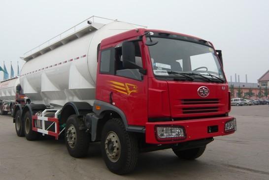 亚特重工TZ5313GFLCE6解放散灰8*4 26立方粉粒物料运输车