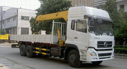 程力东风天龙随车起重运输车-24595kg