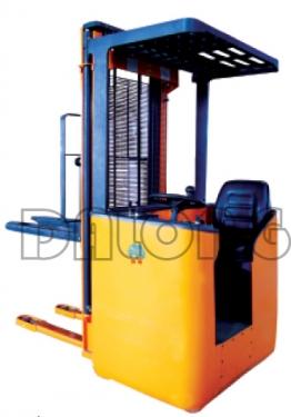 梅狮CDD1.2D/1.5D侧座式全电动堆垛车
