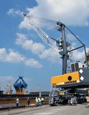 利勃海尔LHM 180移动式码头高架吊