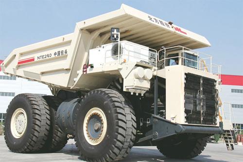 内蒙古北方股份NTE240电传动矿用自卸车