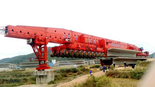 华中建机HZQY900B型轮胎式运架一体机