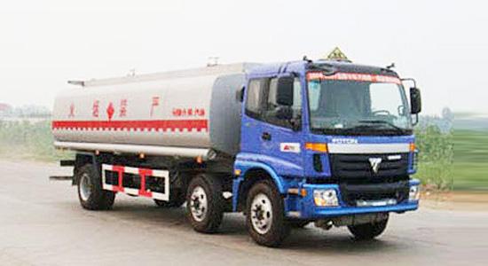程力福田欧曼小三轴化工液体运输车
