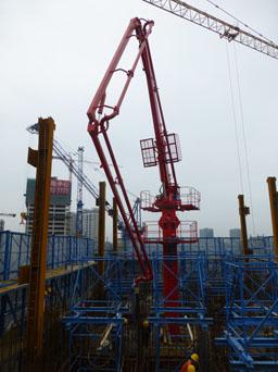 建研HGY21電梯井爬升式布料機