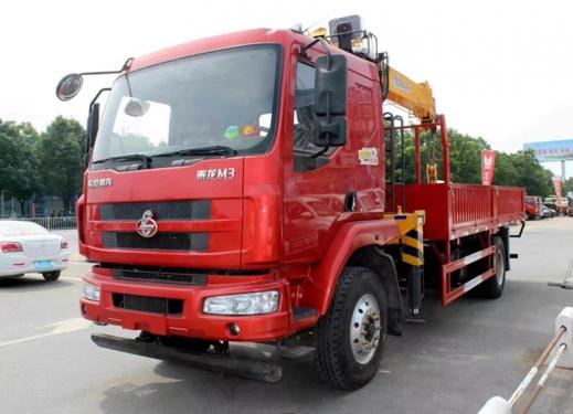 程力LZ1182M3ABT东风柳汽徐工8吨随车吊