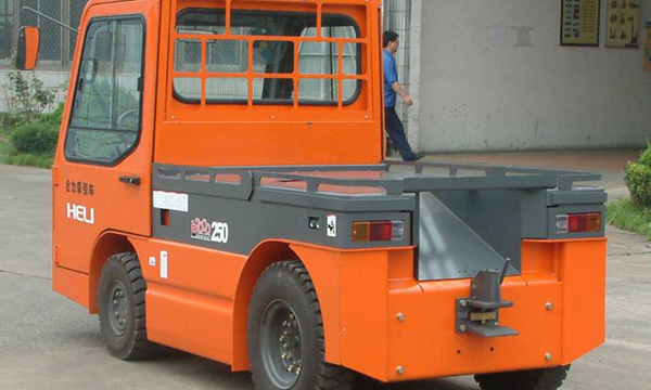 合力AC系列四支点电动牵引车