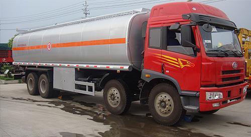 湖北合力解放小三轴运油车-CA1243P7K2L11T9E